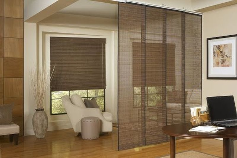 Room divider with blinds