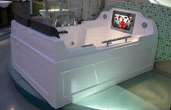 22 inch LCD TV Bathtub