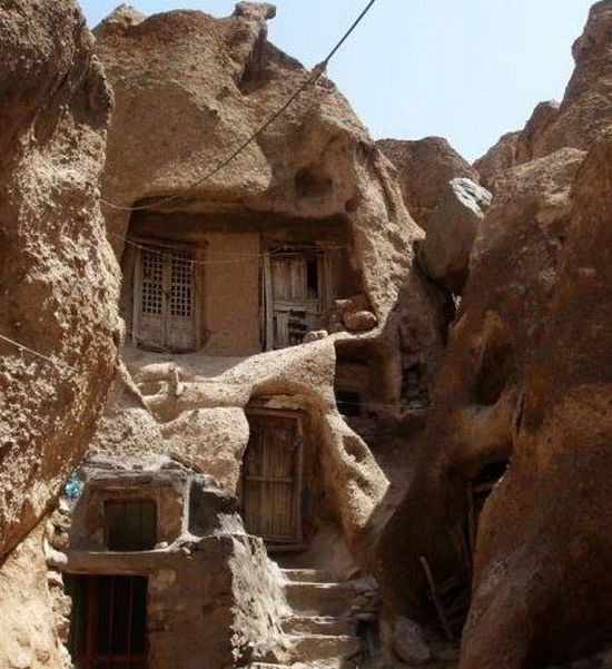 cave home of iran1