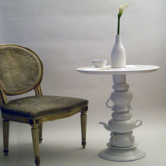 ceramico coffee table and a lamp2