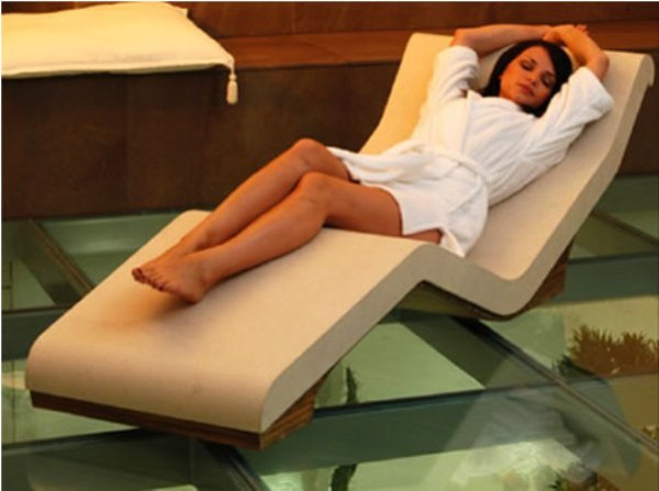 Cleopatra Heated Lounge Chair