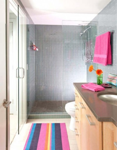 Colorful bathroom towels and accessories