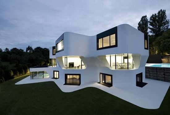 J. Mayer H.Architect\'s curved modern house promotes open space ...