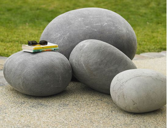 These felted wool outdoor stones mimic the real stones for Piedras grandes para jardin