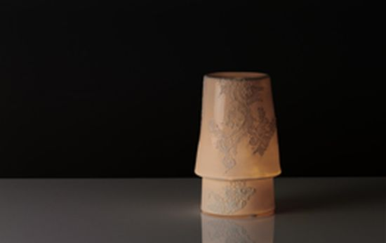 ghost porcelian lamp1