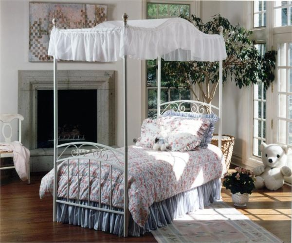 Hillsdale Emily Canopy Bed