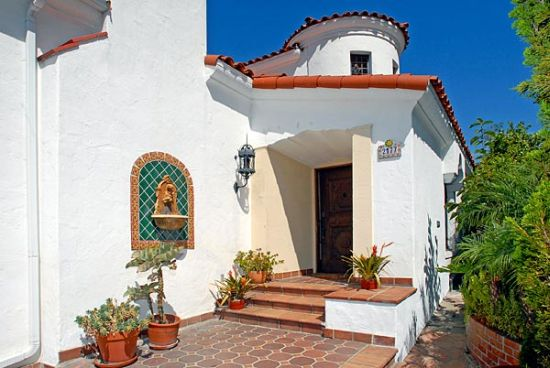 Real estate beat spanish colonial revival style los feliz for Colonial style houses for sale