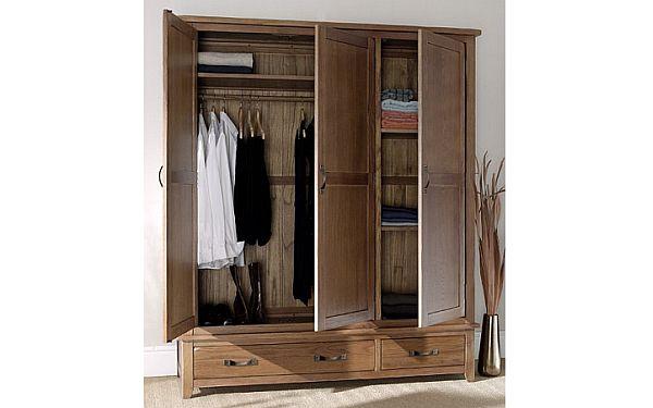 Oak 3 Door Wardrobe