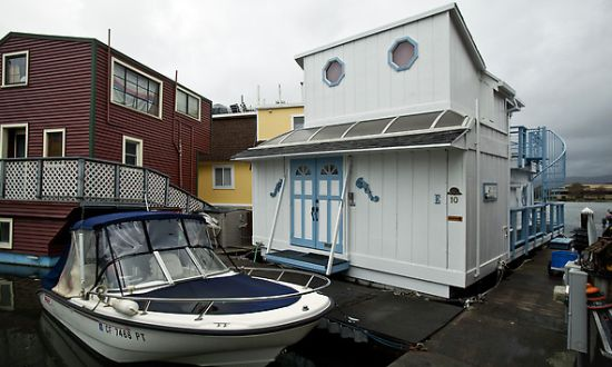one bedroom houseboat1