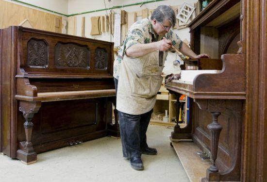 piano worker