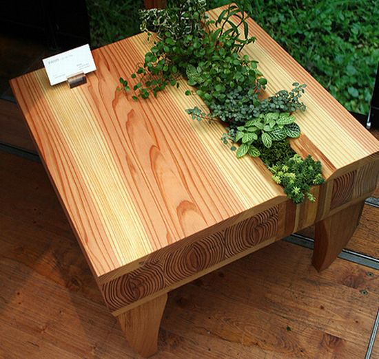 Kinokoto s wooden chair and table bring some greenery with for Palette table de jardin