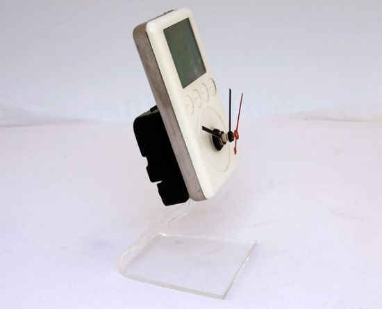 recycled apple ipod clock 2