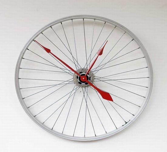 recycled bike wheel clock1