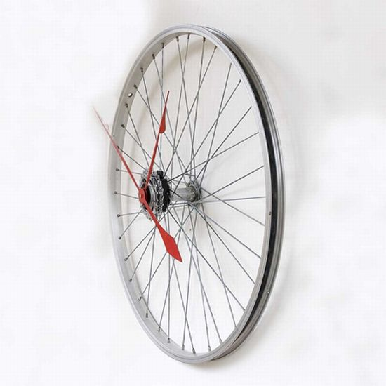 recycled bike wheel clock2