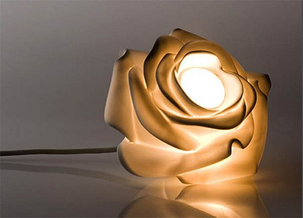 Eight flower shaped lamps to give a natural look to your for Light up flower lamp