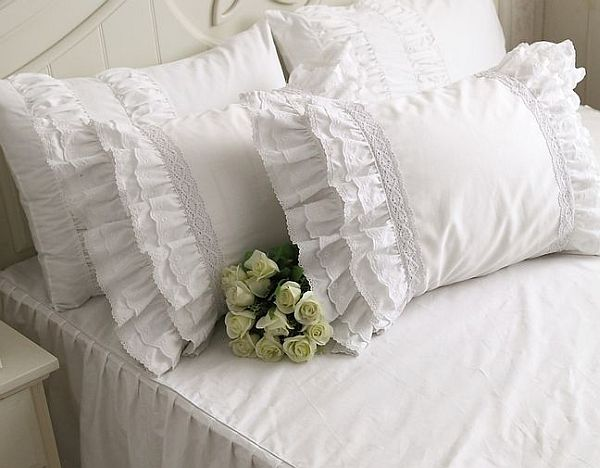 Elegant pillow design ideas for warm bedroom schemes - Hometone ...