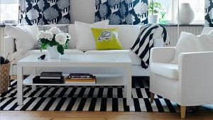 Patterned-textiles-in-a-modern-living-room
