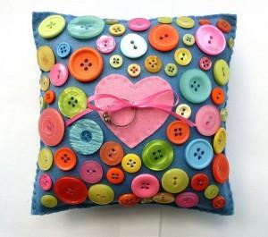 Button+Love+Ring+Pillow+B