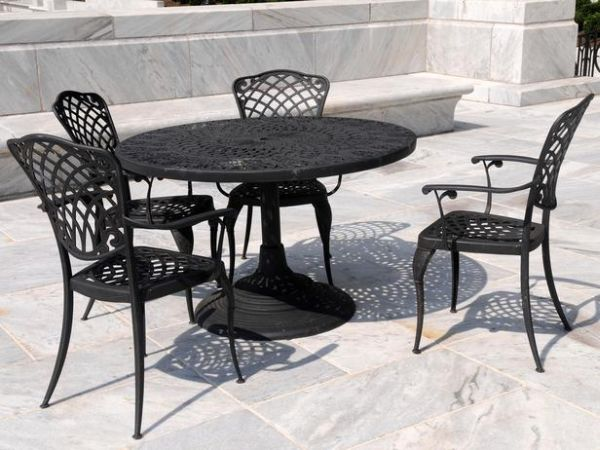 TS-117294633_wrought-iron-patio-furniture_s4x3_lg