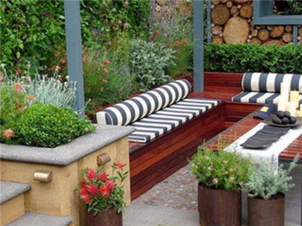 Contemporary Small Patio Garden