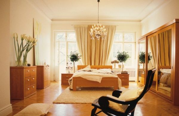 natural-bedroom-decoration-with-black-relax-chair-home-decoration-590x384