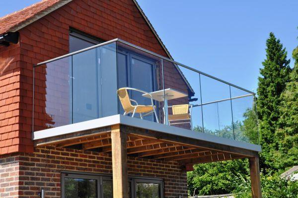 Practical-Balcony-Decorating