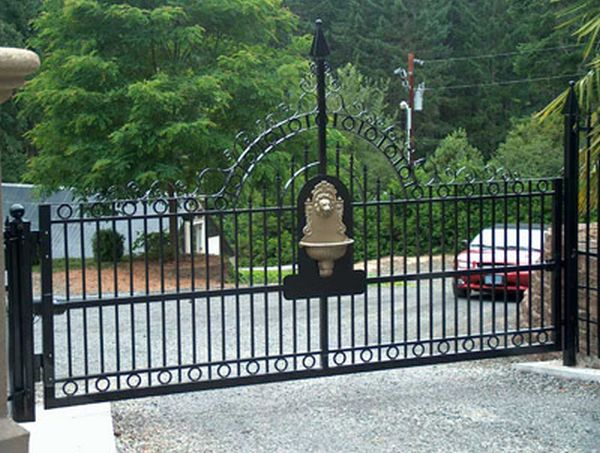 Benefits Of Using An Aluminum Gate For The Driveway Home