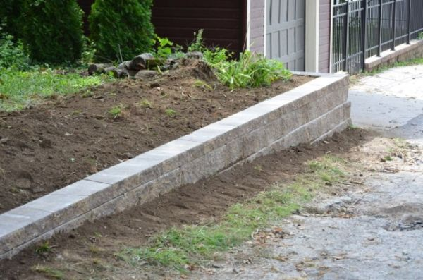 how-to-build-a-retaining-wall-27-640x423