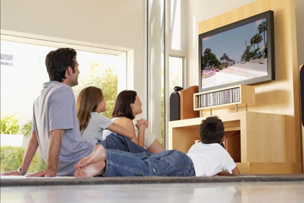 lifestyle-rbu-family-watching-tv-photo-large