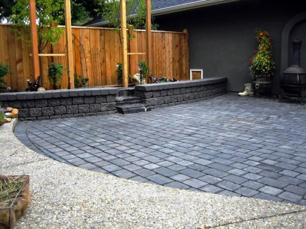 TUMBLED-STONE-PATIO-ON-CALGARY-INFILL-HOUSE