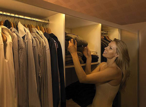 Lighting Your Closets_8