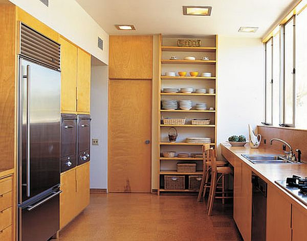 Vertical storing in kitchen