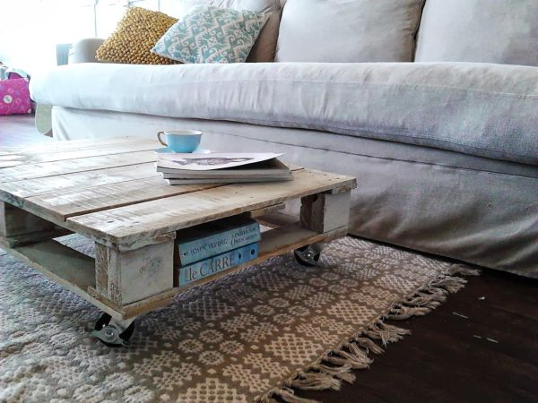 Reclaimed Wood Pallet Coffee Table_1