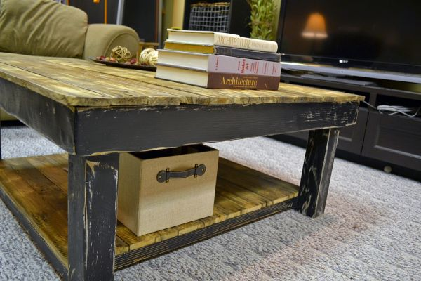 Reclaimed Wood Pallet Coffee Table_3