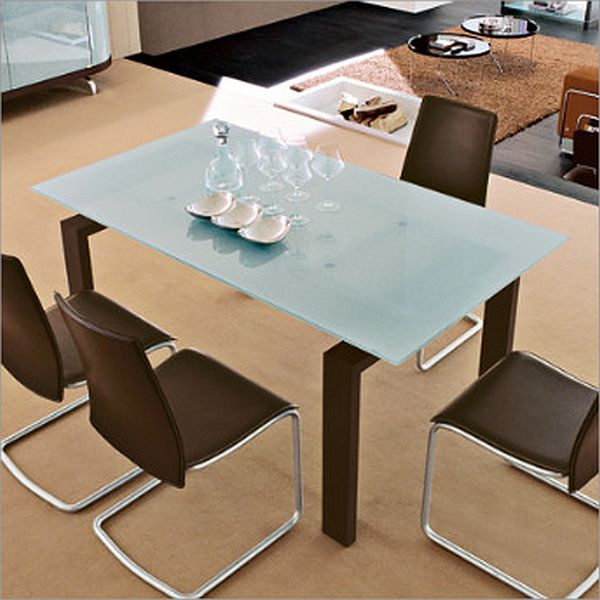 Action dining table