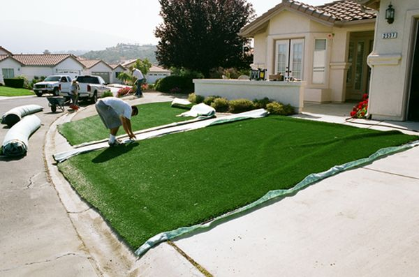 maintaining your artificial grass lawn 1