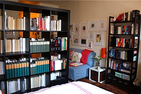 Floating bookshelf divider