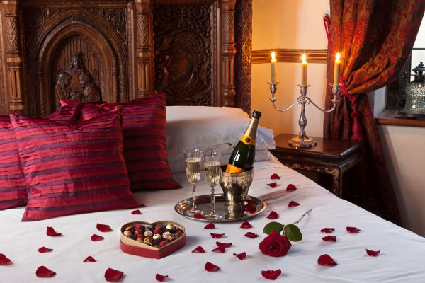 bedroom for Valentine's Day (8)