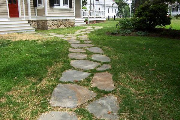 flagstone pathway for your lawn (4)