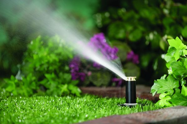 Underground water sprinklers