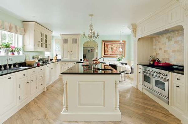 spacious kitchen (3)