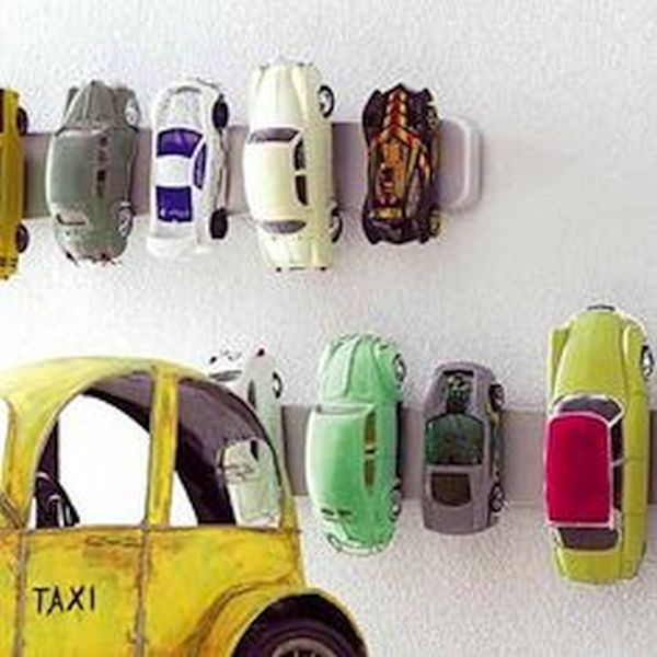 Magnetic toy holders