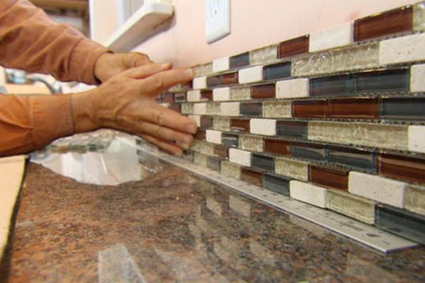 installing kitchen backsplash  (5)