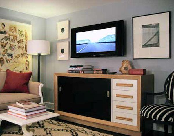 Decorating around the TV (3)