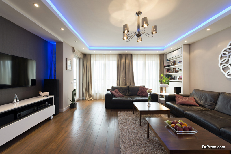 Using lighting the smart way to highlight the tray ceiling