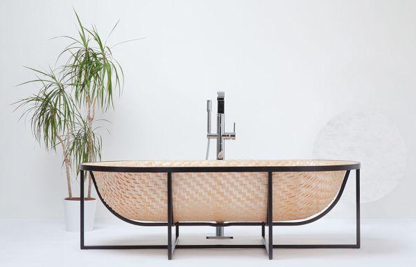 Otaku bath tub (1)