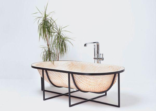 Otaku bath tub (2)
