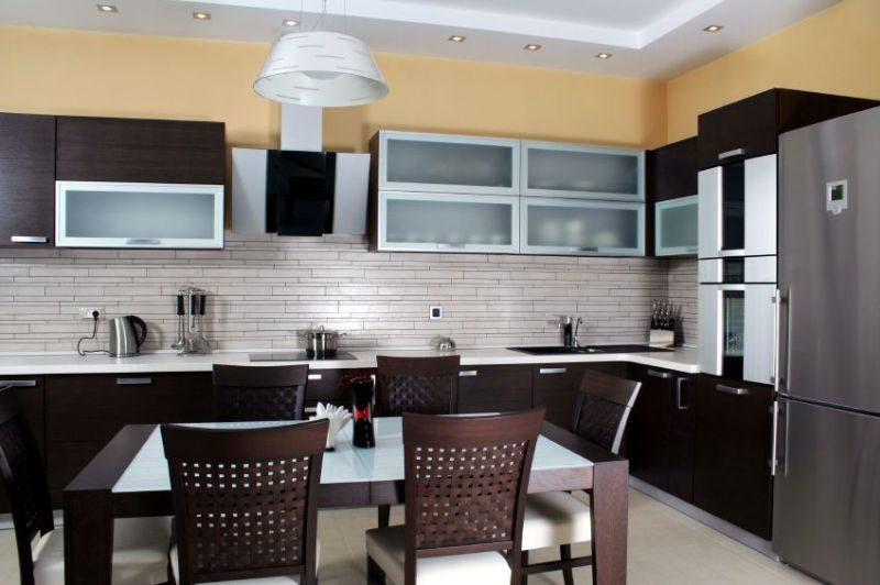 Metallic decor kitchen