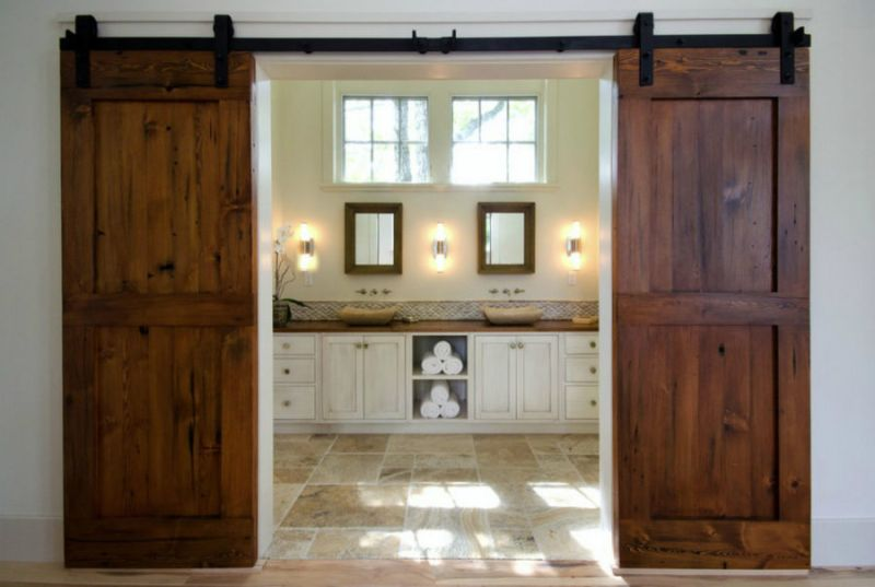 Rustic Bathroom Décor with Barn Door