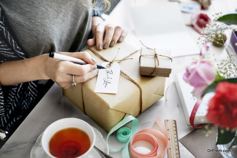 Gift wrapping with handmade paper and string